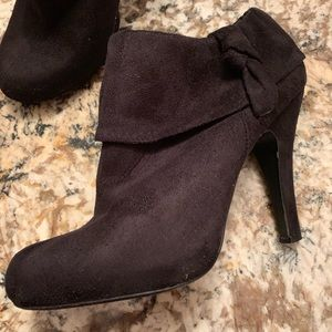Traffic shoes Size 8 Black Suede Ankle Bootie